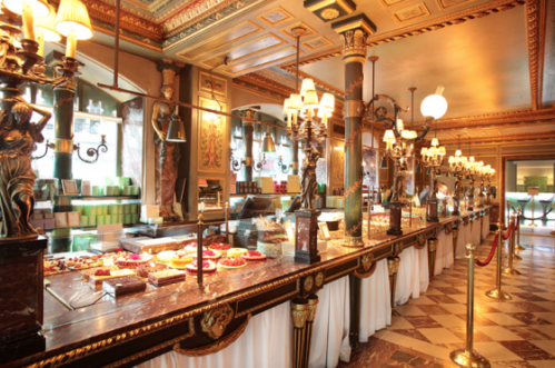 laduree-champs-elysee-inside-e1351274577440