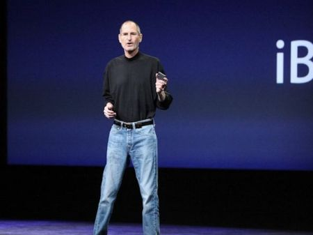 heres-why-steve-jobs-wore-a-black-turtleneck-and-jeans-every-day.jpg